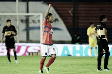 Janson festejando su gol el torneo pasado (Foto: Cadena 3).