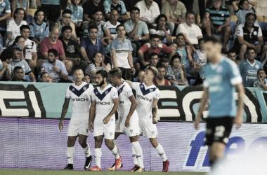 Mauro Zárate marcó su primer gol en Vélez desde su regreso al club | Foto: Cadena 3