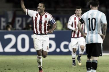 El lamento de Messi mientras Valdéz festeja su golazo (Foto: Goal).
