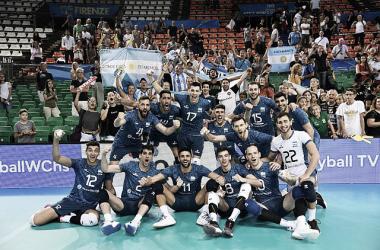 El conjunto argentino festejando un triunfo clave. Foto: FeVA