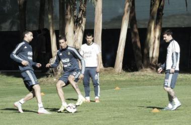 Leo Messi, Pastore y Di María en la práctica (Foto: @Argentina).