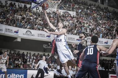 Luis Scola, capitán del equipo, dijo presente en el partido con 10 puntos. Foto: FIBA