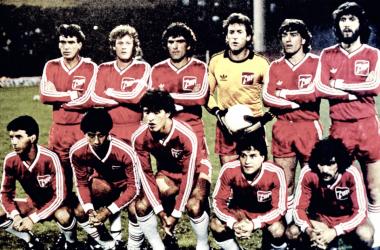 Argentinos Juniors Campeon de la Copa Libertadores 1985. Parados:Olguin, Domenech, Pavoni, Vidalle, Villalba y Batista. Abajo: Videla, Castro,Borghi, Comisso y Ereros. Foto: Imortaisdofutebol