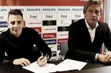 Santiago Arias renovó con el PSV hasta el 2019