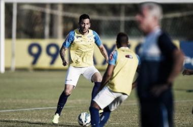 Recém contratado, atacante Ariel Cabral faz seu primeiro treino no Cruzeiro