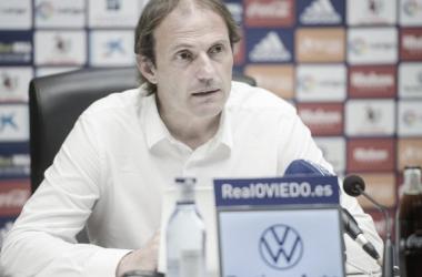 Arnau en rueda de prensa del pasado jueves analizando la actualidad del equipo. (Vía: Real Oviedo)