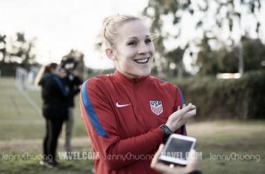Amy Rodriguez speaking to VAVEL USA before training. (Source: Jenny Chuang - VAVEL USA)