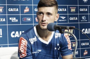 """Arrascaeta destaca evolução do Cruzeiro na temporada: """"O time vai ganhando confiança"""""""