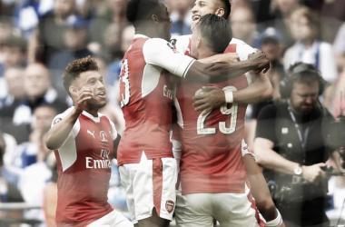 Piña del Arsenal para celebrar el primer gol del encuentro | Foto: Arsenal