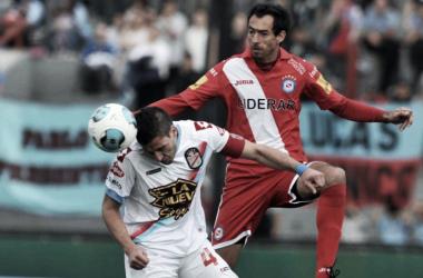 Una foto añeja de los habituales enfrentamientos de ambos elencos en Priemra División. Foto: Fútbol y tablón