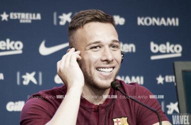 El centrocampista durante la rueda de prensa / Foto: Eduardo Ariño (VAVEL.com)