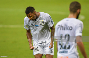 <div>BELO HORIZONTE, BRAZIL - JANUARY 26: Arthur Gomes of Santos reacts during a match between Atletico MG and Santos as part of Brasileirao Series A 2020 at Mineirao Stadium on January 26, 2021 in Belo Horizonte, Brazil. The match is played behind closed doors and with precautionary measures against the spread of coronavirus (COVID-19). (Photo by Pedro Vilela/Getty Images)</div><div><br></div>