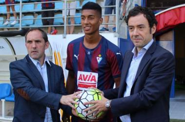 Eddy Silvestre regresa a Granada, pero con el Eibar