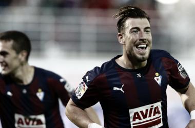 Sergi Enrich en la celebración de un gol // Foto EFE