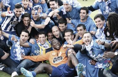 Los jugadores del Deportivo celebran el ascenso de 2014 | Imagen vía LaLiga