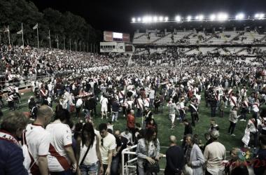 Afición en Vallecas celebrando el ascenso. Fotografía: La Liga
