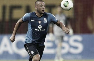 Ghilas num jogo com o F.C. Porto. Foto: record.pt