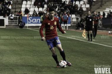 Marco Asensio conduciendo el balón durante un partido | Foto: Ángel Chacón (VAVEL)