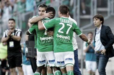 De virada, Saint-Étienne vence Reims e mantém 100% de aproveitamento na Ligue 1