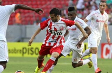Maikon Leite já fez sua estreia pelo Timbu, inclusive marcando um gol na vitória diante do Internacional (Foto: ALEXANDRE GONDIM/JC)