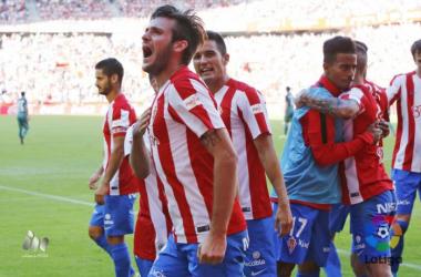 Buen juego y sufrimiento del Sporting para empezar con tres puntos la Liga (2-1)