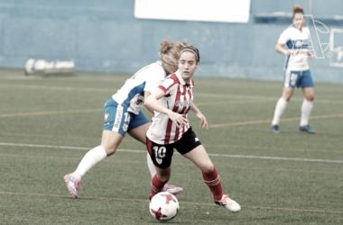 Maite conduce ante una rival. | FOTO: Athletic Club