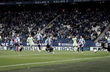 Disparo de Iker Muniain en el RCDE Stadium // Foto: Athletic Club