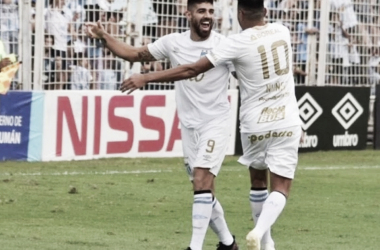 El nueve,Leandro Díaz, el goleador del Decano. (Foto: Olé).