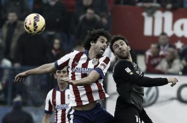 Tiago y Casadesús en un lance del juego. / FOTO: EFE-Paco Campos
