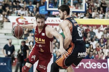 Álex Urtasun durante el partido ante el Valencia Basket | Foto: Scoopnest.com