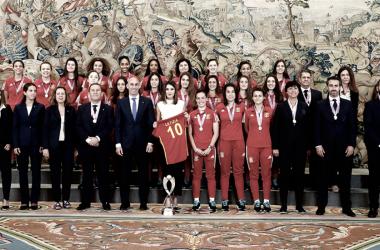 Las campeonas de la sub-17 son recibidas por S.M. La Reina en el Palacio de la Zarzuela