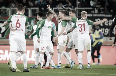 Ausgburg goleó 4-0 al Hertha BSC