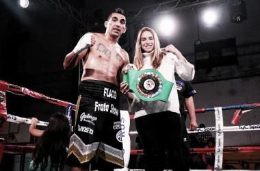 Aumada venció rápidamente a Martínez para retener su título regional (Foto: Argentina Boxing Promotions)