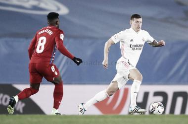 Kroos y Eteki en un lance del partido de la primera vuelta. Fuente: Real Madrid