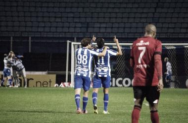 Gol de Júnior Dutra definiu o placar na Ressacada (Foto: André Palma Ribeiro/Avaí FC)