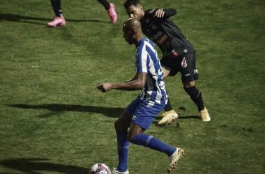 Atacante ex-Santos fez sétimo jogo pelo time catarinense e ainda não perdeu nenhum (Foto: R.Pierre/AGIF)