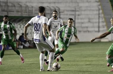 """Geninho lamenta erros do Avaí e explica esquema com três zagueiros: """"Perdi muitos jogadores"""""""