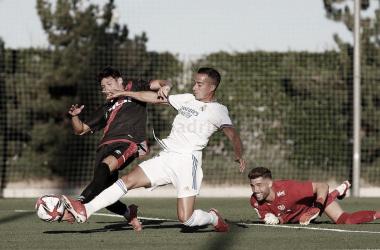 Lucas Vázquez luchando por el balón. Fuente: Real Madrid.