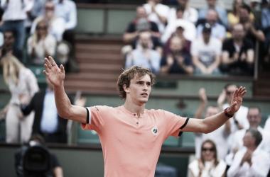 Roland Garros, Zverev si salva ancora. Fuori Dimitrov, avanti Djokovic e Nishikori