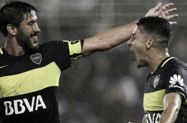 Pablo Pérez y Crisitan Pavón en el festejo de un gol. Foto: Azulyoro net