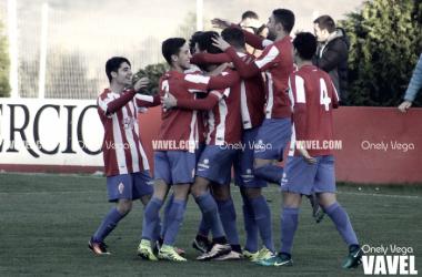 Los jugadores del Sporting B celebran el primer tanto anotado por Luismi   Foto: Onely Vega - VAVEL