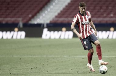 Álvaro Morata controlando un balón con el Atlético de Madrid | Foto: Atlético de Madrid