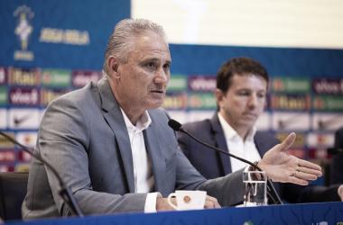 """""""Não há negociação com clube algum"""", ressalta Tite sobre lista de convocados"""
