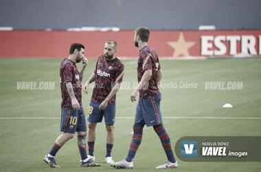 Messi, Jordi Alba y Piqué durante el calentamiento | Foto: Noelia Déniz - VAVEL