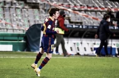Riqui Puig celebrando la consecución del billete para la final | Foto del Fútbol Club Barcelona en Twitter (@FCBarcelona_es)