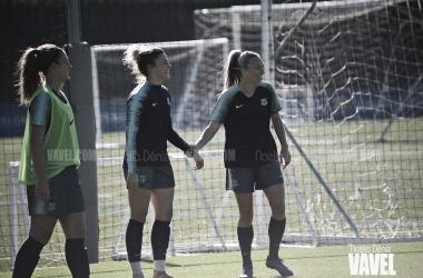 Alexia Putellas, María León y Toni Duggan en un entrenamiento | Foto de Noelia Déniz, VAVEL