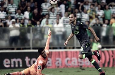 Bas Dost se puso el traje de héroe en la victoria del Sporting