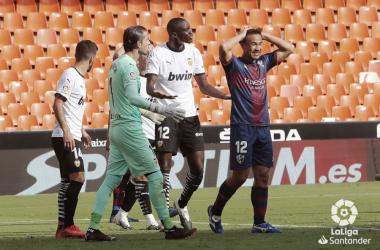Análisis postpartido: El Huesca sonroja a un Valencia plano y sin ideas