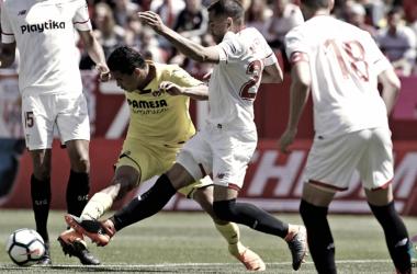 Bacca rodeado de jugadores rivales durante el partido. Foto: villarrealcf.es