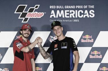 Pecco Bagnaia y Fabio Quartararo en la rueda de prensa previa al GP de las Américas.<div>VIA: Motogp.com</div>